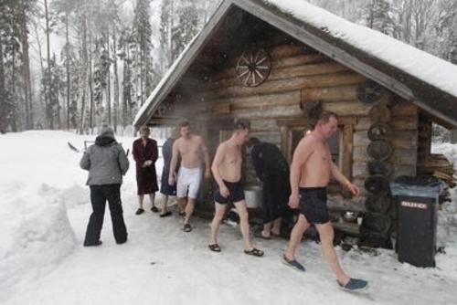 Exceptional A Son Origine, Au Fin Fond De La Finlande Il Y A Plus De 2000 An, Le Sauna  Nu0027était Quu0027extérieur. Il Su0027agissait Du0027une Construction Faite De Rondins De  Bois ...